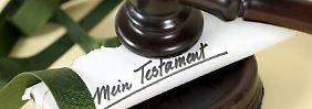 In Einzelfällen geht es auch ohne das Original: Dann müssen die Erben aber sowohl mit einer Kopie des Testaments, als auch anderweitig nachweisen, dass es gültig ist.