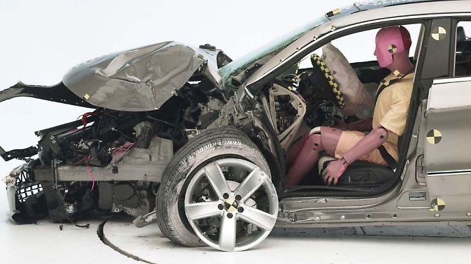 Der Crash-Test der US-amerikanischen Versicherungen (IIHS) bietet ein erschreckendes Bild.