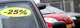 Wer günstig ein Auto kaufen möchte, hat so gute Chancen wie lange nicht: Händler und Hersteller gewähren derzeit besonders hohe Rabatte.