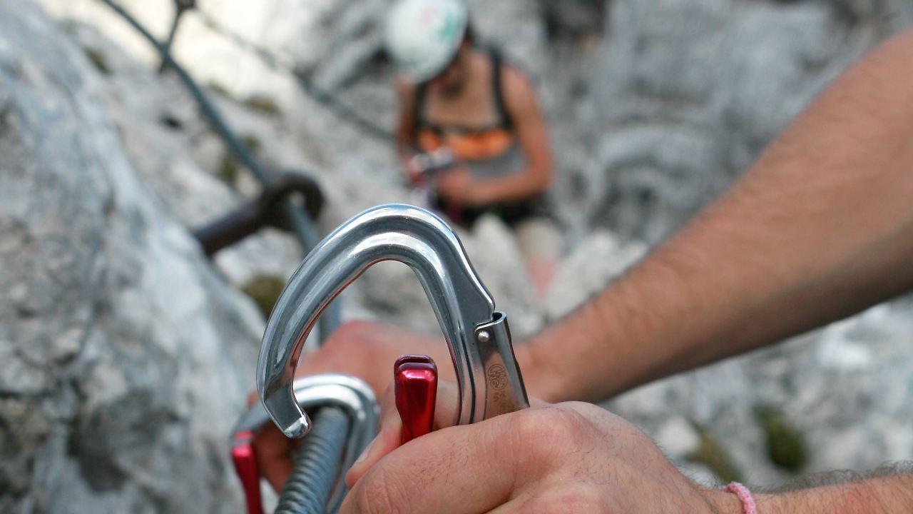 Klettergurt Für 4 Jährige : Potenziell tödlicher konstruktionsfehler: alpenvereine warnen vor