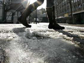 Erst Schnee, dann Matsch - jetzt taut's in Deutschland.