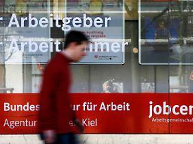Im 4. Quartal standen 942.000 offene Stellen Millionen Arbeitslosen gegenüber.