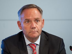 """""""Herr Schwarz und sein bereits gefeuerter Co-Geschäftsführer (Manfred) Körtgen haben den Flughafen Stück für Stück gegen die Wand gefahren."""""""