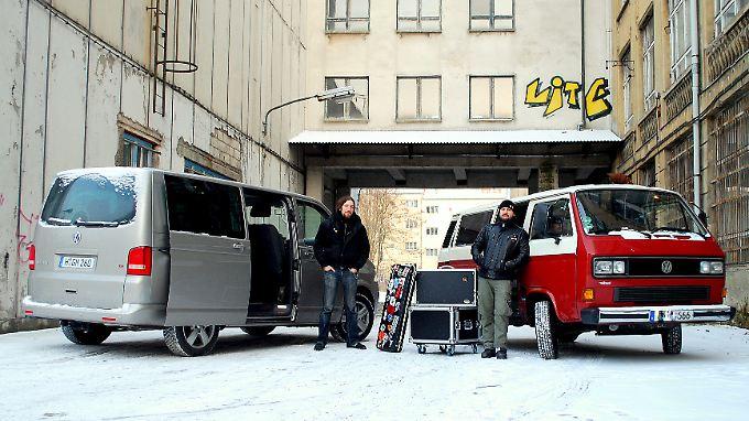 """Der rockt: finden auch die Jungs von der Metall-Band """"The Outside"""". Deren Tourbus ist ein T3 Multivan."""