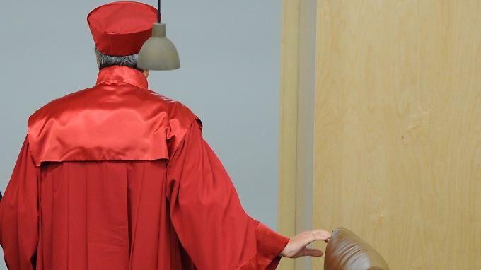 Das Bundesverfassungsgericht hat den Rettungsschirm ESM mit Auflagen genehmigt - das Volk hat niemand gefragt.