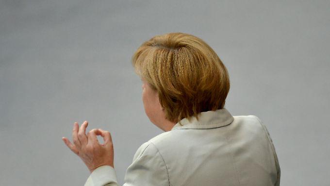 Angela Merkel nimmt Attacken der Opposition gelassen hin.