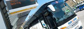 Ein Vier-Sterne-Linienbus der Eurolines Deutschland GmbH mit Ziel Prag.