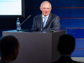 Schäuble ist zufrieden. Er hat dem Vortrag seines portugiesischen Kollegen nichts hinzuzufügen.