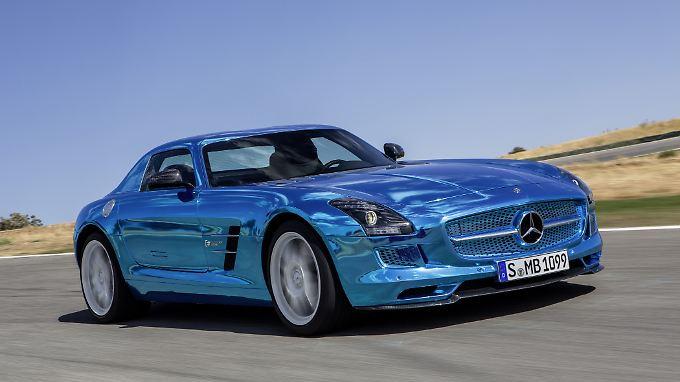 Mercedes bietet seinen Supersportwagen SLS nun auch mit Batterieantrieb an. Leistungseinbußen müssen Käufer kaum befürchten.