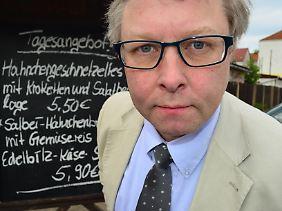 Ludger Fischer arbeitet hauptberuflich als Politikberater in Brüssel.