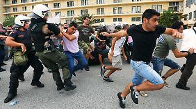 Nerven in Griechenland liegen blank: Werftarbeiter stürmen Ministerium