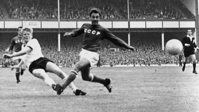 Im Halbfinale gegen die UDSSR traf Haller bei der WM 1966 zum 1:0.
