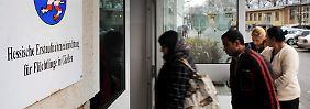 Pläne gegen Asylmissbrauch: Friedrich will Geldhahn zudrehen