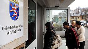 Zahl der Bewerber steigt: Friedrich will Asylmissbrauch stoppen