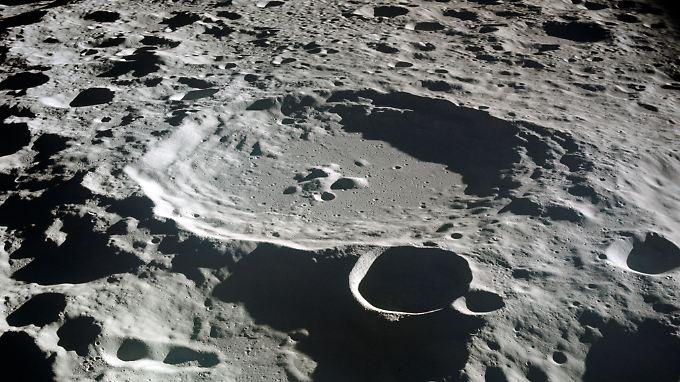 Auf eine Million Teile Mondboden fanden die Forscher 200 bis 300 Teile Wasser.