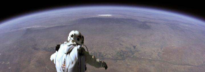 Riskanter Sturz vom Rand des Weltalls: Baumgartners Sprung in die Geschichtsbücher