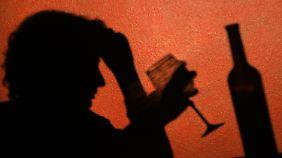 Alkohol zerstört nicht nur das Leben, er beendet es auch früher.