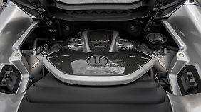 Zwei Turbos beatmen den V8 und kitzeln 625 PS aus dem Triebwerk.