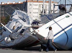 Schwere Schäden im Hafen La Rochelle.