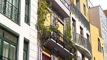 InBallungsräumen muss platzsparend gebaut werden. Reihenhäuser und Mehrfamilienhäuser von Eigentümergemeinschaften sind dort beliebt. Foto: Franziska Koark