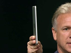 Phil Schiller, Marketingchef von Apple, hat es schon: das iPad mini.