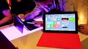 Auch Microsofts Tablet Surface ist nun im Verkauf.