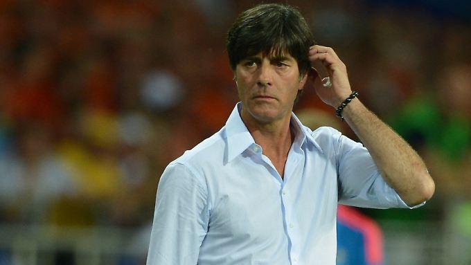 """""""Es hat nicht zur Perfektion und zu einem Titel gereicht. Aber man hat gesehen, dass wir fußballerisch mit den Besten mithalten können"""": Joachim Löw."""