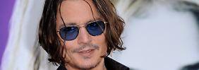 Hat Johnny Depp wirklich teilnahmslos zugesehen, als seine Leibwächter die Frau zu Boden warfen?
