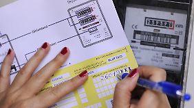 Stromsparberatung der Verbraucherzentrale: Berater kommt zum Basis-Check