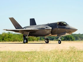 Die Beschichtung und das Innenleben machen den Unterschied: Rein äußerlich ist die F-35 für Laien kaum von dem neuen chinesischen Militärflugzeug zu unterscheiden.