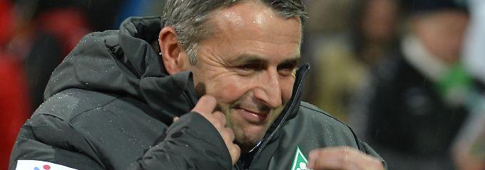 Dick eingemummelt: Klaus Allofs beim Drei-Punkte-Spiel gegen Mainz 05.