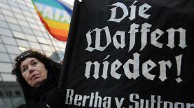 Die Waffengeschäfte der Bundesregierung werden von vielen Menschenrechtlern kritisiert.