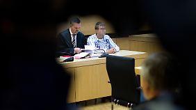 Der Angeklagte neben seinem Verteidiger Andreas Chlosta.