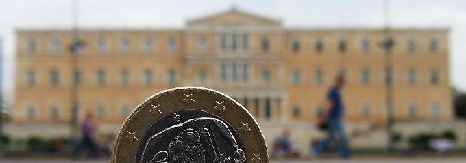 Bild mit Symbolcharakter: das griechische Parlament und der Euro