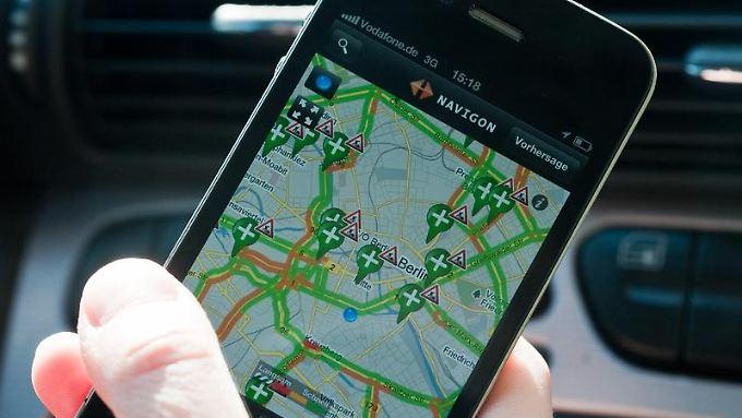 Navi fürs Smartphone: Einigen mobilen Navigationsgeräten und Software-Lösungen bereiten zum Beispiel dauerhafte Streckensperrungen Probleme.