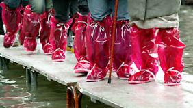 Gab es in den 50er Jahren 18-mal Hochwasser, so bekam Venedig im vergangenen Jahrzehnt 65-mal nasse Füße.
