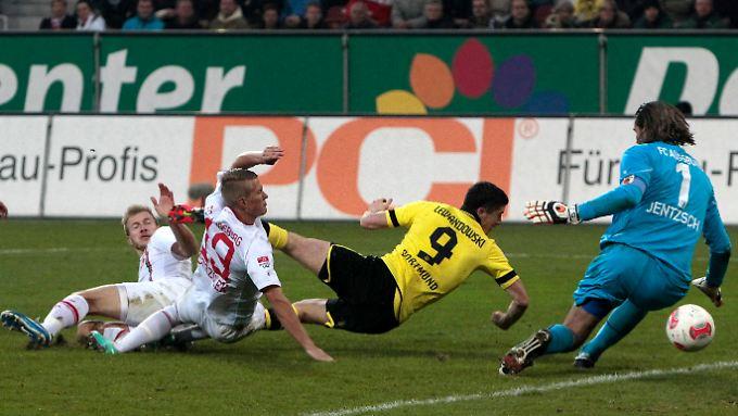 Robert Lewandowski traf doppelt für den BVB. Getrübt wurde die Freude darüber durch Wechselgerüchte um den polnischen Torjäger.