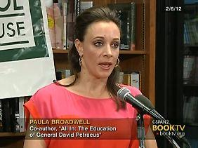 Broadwell machte aus ihrer Bewunderung für den General keinen Hehl.