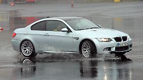 Quer fahren im BMW M3 ist bei Regen (fast) ein Kinderspiel.