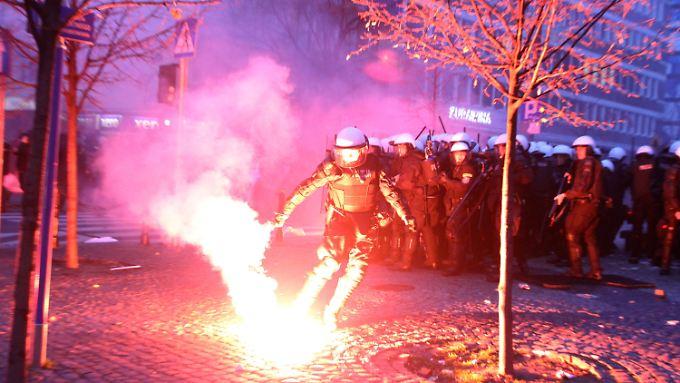 Bereits im vergangenen Jahr war es in Warschau am Unabhängigkeitstag zu heftigen Zusammenstößen gekommen.