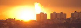 Weiter Raketen aus Gazastreifen: Israel fliegt Angriffe auf 100 Ziele
