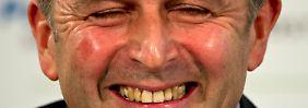 Klaus Allofs hat das sportliche Sagen beim VfL Wolfsburg und muss erstmal den von Vorgänger Felix Magath auf 45 Spieler aufgeblähten Kader entschlacken.
