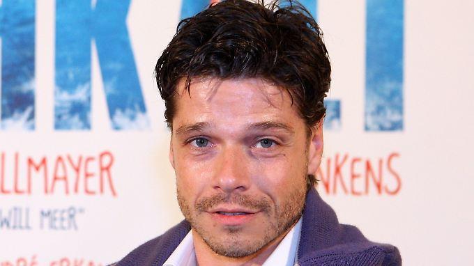 Der Schauspieler Stephen Dürr hat sich Proben für Raabs TV-Turmspringen in einer Berliner Schwimmhalle schwer verletzt. (Archivbild von 2011)