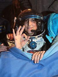 Wohlbehalten in der kasachischen Steppe gelandet: Sunita Williams und zwei Kollegen.