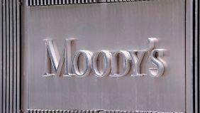 Als Grund für die Abstufung nannte Moody's die ungewisse Haushaltslage.