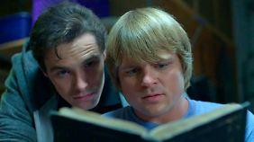 Kyle und Sutton in natura: Der Zufall hat ihnen die Macht geschenkt, mit dem Tod zu spielen.