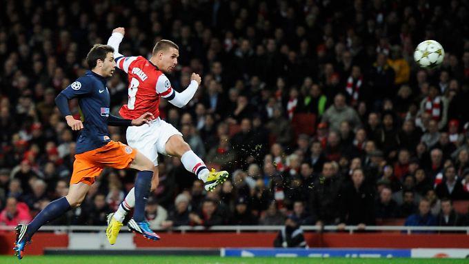 Die Direktabnahme saß: Lukas Podolski zimmert den Ball zum 2:0 ins Tor von Montpellier.