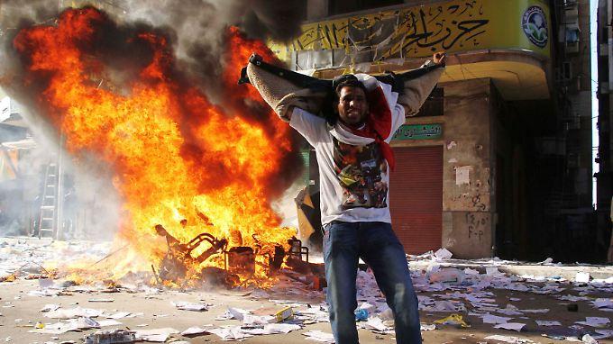 Die Opposition versuchte, Parteibüros der Muslim-Brüderschaft anzustecken.