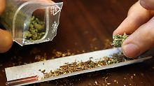 Mit 40 Tüten Cannabis: Polizisten fassen Drogen-Oma