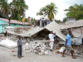 Die Kosten für den Wiederaufbau gehen in die Milliarden.